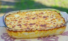 Szeretjük a csirkemellet, a spagettit, és persze hogy a sajtot is. Ezt a receptet még valamikor régen, egy recept beküldő újságból vágtam ki, de valahogy sosem került sor az elkészítésére. Egészen idáig. Ma valami gyorsat, laktatót, finomat szerettünk volna, és pont ott hűsölt a hűtőszekrény polcán - a negyed kilónyi trappista sajt mellett - egy fél kiló csirkemell is. Ekkor ugrott be, hogy mintha a múltkor találkoztam volna a receptes mappámban valamivel, amihez pont ezek kellenek…