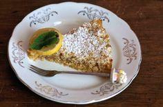 La sbriciolata alla crema di limone e menta è il mio contributo alla Settimana della Cucina delle Erbe e dei Fiori, secondo il Calendario del Cibo Italiano.