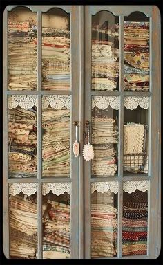 vintage linen and fabric storage.Ooh, i'd love to look through these lovely fabrics! My Sewing Room, Sewing Rooms, Fabric Storage, Craft Storage, Fabric Organizer, Fabric Display, Storage Ideas, Quilt Storage, Ribbon Storage