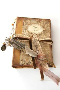 "Rustic wedding guest book with gold, personalized wedding, vintage style photo album, anniversary album, scrapbook or journal. 8.5x12"" de SevenMemoriesBookArt en Etsy"