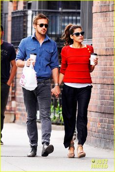 Ryan Gosling & Eva Mendes: Holding Hands in NYC! | ryan gosling eva mendes holding hands 09 - Photo