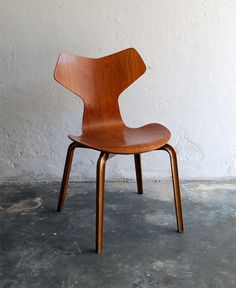 Arne Jacobsen Chair.  I love chairs, such style.