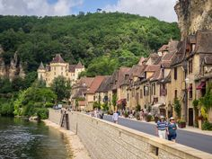 La Roque-Gageac on the Dordogne River France, Beautiful World, Beautiful Places, La Roque Gageac, Miles To Go, Beaux Villages, Old Street, Places Of Interest, Places To Go