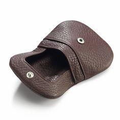 Funktionale Aspekte bestimmen neben der Haptik und Optik die Auswahl der Leder für Gürtel, Taschen und... - Schüttelbörse Elchleder