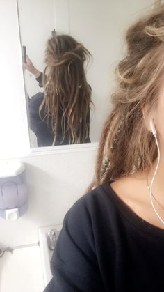 dreads after surfing , Peinados Half Dreads, Dyed Dreads, Partial Dreads, Dreadlocks Girl, Half Dreaded Hair, Hair Inspo, Hair Inspiration, White Girl Dreads, Blonde Dreads