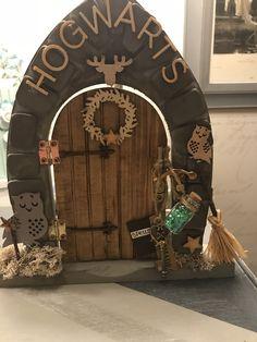 Made by Artee Phartee Harry Potter Elf, Harry Potter Bedroom, Harry Potter Halloween, Harry Potter Christmas, Harry Potter Theme, Hogwarts, Create A Fairy, Door Crafts, Fairy Crafts