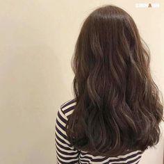 -̗̀ margo (॑ᴗ ॑ c) ̖- Long Wavy Hair, Dark Hair, Korean Wavy Hair, Korean Hairstyle Long, Permed Hairstyles, Cool Hairstyles, Hair Inspo, Hair Inspiration, Inspo Cheveux