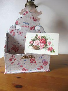 http://www.alittlemarket.com/boites-coffrets/porte_courrier_victorien_en_cartonnage-684350.html