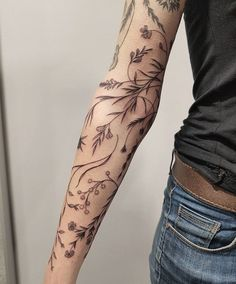 Top 11 Delightful Arm Tattoo Ideas For Nature Lovers - Tattoos Bad Tattoo, Tattoo Henna, Scars Tattoo Cover Up, Henna Arm, Tattoo Linework, Scar Cover Up, Black Tattoo Cover Up, Knee Tattoo, Tattoo Skin