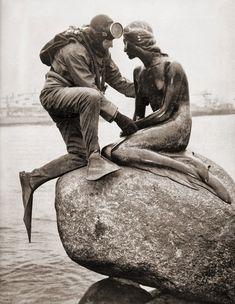 Frogman visiting Den Lille Havfrue (The Little Mermaid) by Edvard Eriksen, Copenhagen, Denmark, Photograph by Kaj Peters. Photos Du, Great Photos, Old Photos, Vintage Photos, Antique Photos, Black White Photos, Black And White Photography, Photos Originales, Sea Creatures