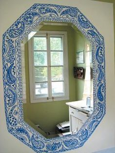 Sharpie mirror - border is drawn directly on wall