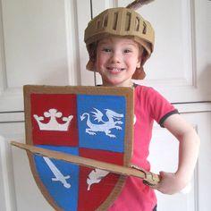 Déguisement de chevalier en carton