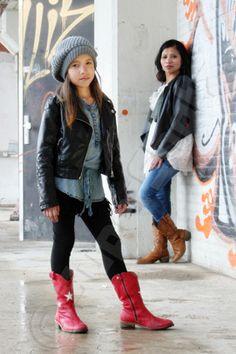 Moeder dochter fotoshoot. Stoere Zhané van 8 met haar moeder Natasja.  Ook foto's van (u en) uw kinderen? www.supershotz.nl!