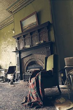 Such a beautiful Victorian fireplace - House Frozen in Time