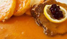 Pohlreich: Svíčková na smetaně | recept Czech Recipes, Ethnic Recipes, Prague Food, Banana Fritters, Mint Sauce, Fresh Mint, Serving Plates, 4 Ingredients, Baked Potato