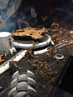 You have to see another amazing studio table display showing off an Imperial Assault on a Tau Moonbase! Warhammer 40k Figures, Warhammer 40k Art, Warhammer 40k Miniatures, Warhammer Terrain, 40k Terrain, Wargaming Terrain, Tau Army, Hulk, Tau Empire