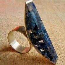 Vania Ruiz l casaKiro, Chile - ring Jewelry Clasps, Resin Jewelry, Jewelry Art, Jewelry Rings, Jewelery, Silver Jewelry, Resin Ring, Acrylic Resin, Metal Clay