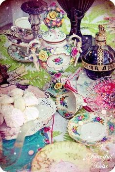 Alice in Wonderland Tea Party Vintage China, Vintage Tea, Vintage Style, Tea Party Theme, Alice In Wonderland Tea Party, Mad Hatter Tea, Mad Hatters, My Cup Of Tea, Decoration Table