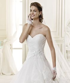 #Nicole #2015Collection #weddingdress #nicolespose ► http://www.nicolespose.it/it/abito-da-sposa-Nicole-DEVLYNE-NIAB15093IV-2015