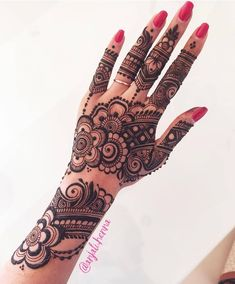 94 Easy Mehndi Designs For Your Gorgeous Henna Look Henna Hand Designs, Pretty Henna Designs, Mehndi Designs Finger, Indian Henna Designs, Mehndi Designs For Girls, Modern Mehndi Designs, Mehndi Design Photos, Mehndi Images, Dulhan Mehndi Designs
