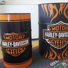 Tonel Tambor Barril Mesa Aparador Decorativo 200l Harley Davidson Quotes, Oil Barrel, Barrel Projects, Barrel Table, Oil Drum, Garage Art, Air Brush Painting, Milk Cans, Oil And Gas