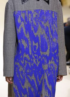Marni - Fall 2016 Textiles, Textile Prints, Fashion Prints, Fashion Art, Fashion Looks, Fashion Design, Textile Texture, Keith Haring, Fabric Manipulation