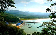 Pantai Teleng Ria menjadi lokasi pembelajaran bagi surfer pemula yang ingin mencoba menaklukkan ombak yang lebih menarik lagi dari pantai lainnya.