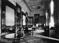 Foto de 1928. El interior del antiguo Palacio de comunicaciones.El despacho del director
