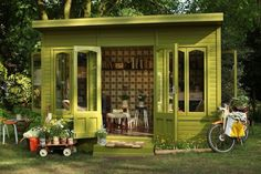 Orla Kiely is widely known for her geometric and organic designed patterns on virtually everything– and now she's made her mark as one of the most influential designers at the UK's 2012 Chelsea Flower Show. Kiely was given the opportunity to design one of the iconic 'Artisan Garden' sheds and she created a vintage inspired retreat that's got us swooning.