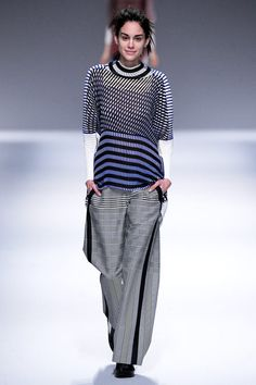 See all the Collection photos from Issey Miyake Autumn/Winter 2013 Ready-To-Wear now on British Vogue Fashion Prints, Fashion Art, High Fashion, Fashion Show, Womens Fashion, Paris Fashion, Japan Fashion, Issey Miyake, Japanese Fashion Designers