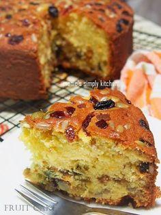 cake buah simple English Fruit Cake Recipe, Light Fruit Cake Recipe, Fruit Cake Cookies Recipe, Fruit Cakes, Donut Recipes, Cake Recipes, Dessert Recipes, Bolu Cake, Indonesian Desserts