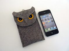 This case fits the iPhone 5, 5S and 5C. It is made with 100% wool design felt. The flap is attached with a snap. Details are made with 100% wool felt.