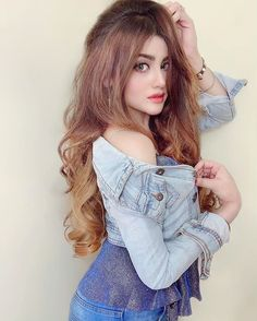 Celebrity Photography, Girl Photography, Cute Girl Poses, Cute Girls, Indian Hair Color, Waterfall Braid Tutorial, New Girl Style, Hair Color Shades, Beautiful Girl Photo