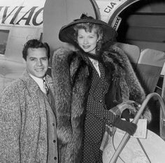 Desi Arnaz & Lucille Ball – founders of Desilu Productions - purchased by Gulf + Western and renamed Paramount Television. Classic Hollywood, Old Hollywood, Hollywood Icons, Hollywood Glamour, Hollywood Stars, Hollywood Actresses, I Love Lucy Show, Queens Of Comedy, Lucille Ball Desi Arnaz
