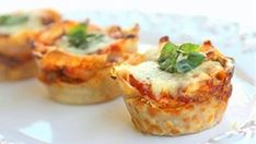 Lasagna in muffin tins. This is a great idea for kid friendly meals or appetizers / tapas. Think Food, Love Food, Lasagna Cupcakes, Lasagna Cups, Lasagna Bites, Lasagna Food, Pasta Lasagna, Lasagna Recipes, Spinach Lasagna