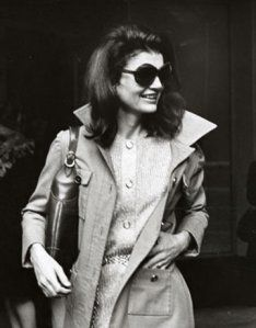 Trench coat Jackie O.