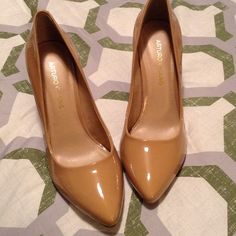 😊Arturo Chiang Heels😊 Perfect nude color with a small heel to wear all day and be comfortable! Only worn 3 times the soles are still in great condition!! Look new!! Does NOT come with box!! Arturo Chiang Shoes Heels