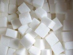 Zucker ist ein einfaches Dehnungsstreifen Hausmittel das als Hautpeeling verwendet werden kann