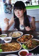 渡辺美優紀/食事中・右手フォーク・座り/DVD「AKBと××!」特典