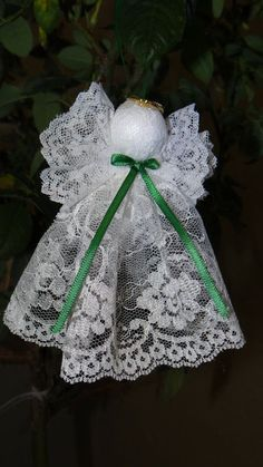 Lace Angel Ornaments - very simple to make - a small styrofoam ball for head and lace Homemade Christmas, Christmas Angels, Christmas Art, Christmas Projects, Christmas Holidays, Crochet Christmas, Diy Christmas Ornaments, Holiday Crafts, Angel Crafts