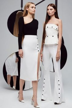 et Ochs Resort 2018 Fashion Show See the complete Cushnie et Ochs Resort 2018 collection.See the complete Cushnie et Ochs Resort 2018 collection. Fashion Week, Look Fashion, Runway Fashion, Womens Fashion, Fashion Design, Vogue Fashion, Fashion 2018 Trends, Fashion Glamour, Fashion Show Collection