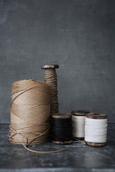 spools of twine and string Yarn Thread, Thread Spools, Sewing Tools, Sewing Notions, Sewing Ideas, Techniques Couture, Ivy House, Diy Couture, Prop Styling