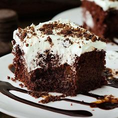 I know its early BUT this Mint Chocolate Poke Cakehellip