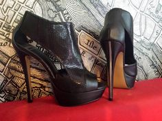 Boots à  talons hauts noires bouts ouverts Sisley