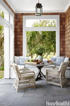 A banquette accommodates lunch al fresco at a Florida home. Designer Andrew Howard sourced thewicker armchairs and teak tablefrom Kingsley-Bate.