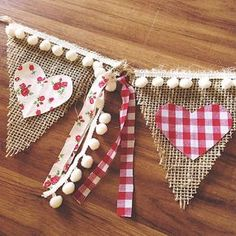 Sew a pennant chain and make an effective decoration- Wimpelkette nähen und eine effektvolle Deko basteln Pennant chain sew diy decoration ideas - Valentines Day Decorations, Valentine Day Crafts, Love Valentines, Holiday Crafts, Valentine Banner, Burlap Crafts, Diy And Crafts, Arts And Crafts, Creative Crafts