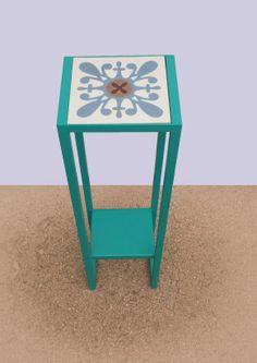 Side table in steel and Mosaic tile. Mesa pedestal en hierro y baldosa hidráulica.