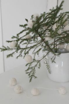Villaa ja vaniljaa Pallet Christmas, Green Christmas, Merry Christmas, Pallets, Evergreen, Villa, Wreaths, Photos, Home Decor