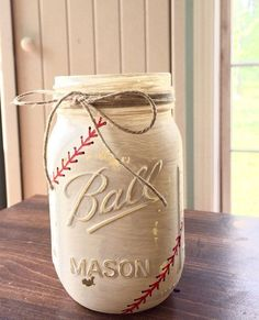 Americas favorite past time! Hand painted & distressed baseball themed mason jar for your ball player or fanatic ❤️⚾️ Set Includes: One pint size Mason Jar Projects, Mason Jar Crafts, Bottle Crafts, Baseball Crafts, Baseball Ring, Baseball Nails, Funny Baseball, Cubs Baseball, Shower Bebe