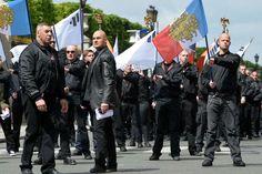 Serge Ayoub, alias Batskin (au centre), et des membres du groupe Troisieme voie lors d'une manifestation à Paris le 12 mai 2013.